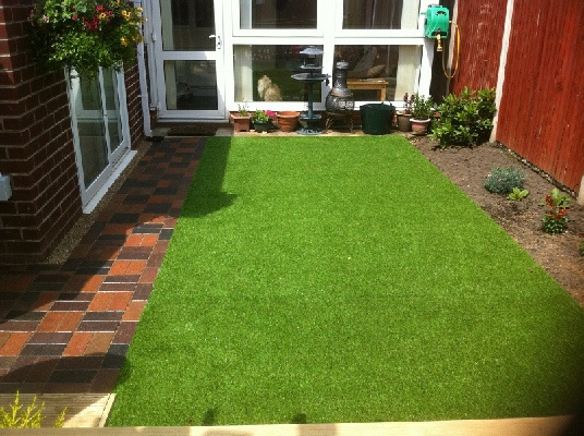 Artificial grass supplied and fitted in rotherham for Garden design ideas artificial grass